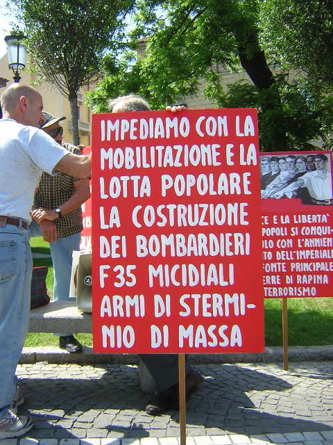 Novara, manifestazione No F35