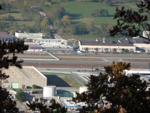 La pista dell'aeroporto Corrado Gex