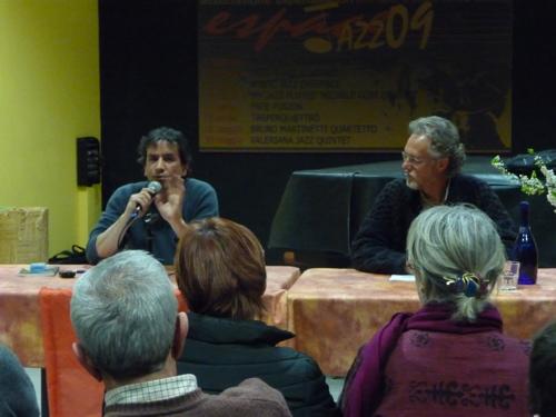 Marco Bersani con Giorgio Caniglia all'espace populaire di Aosta